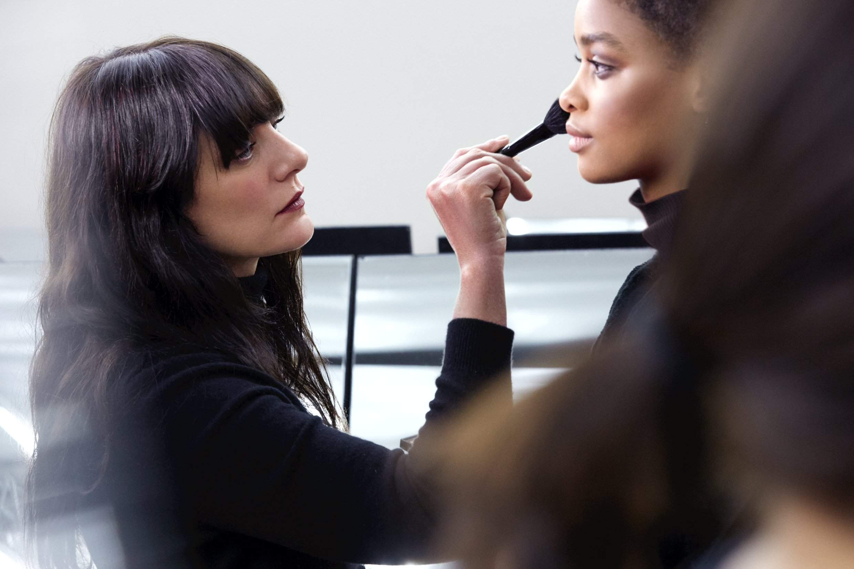 Lucia Pica nel backstage di Chanel